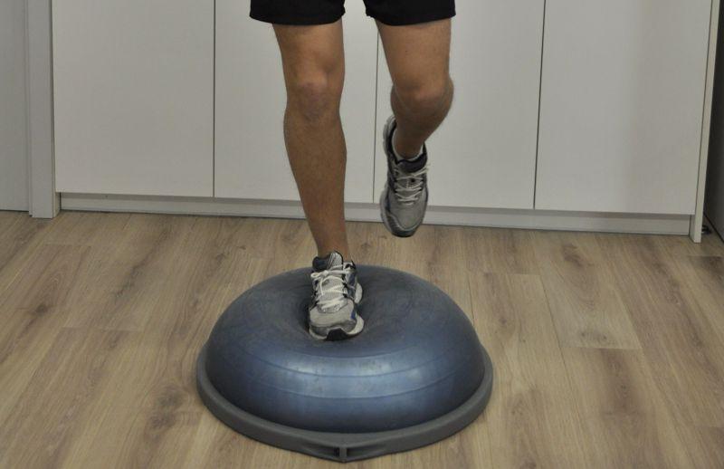 Artículo de  revisión de las repercusiones de los esguinces de tobillo sobre el equilibrio postural