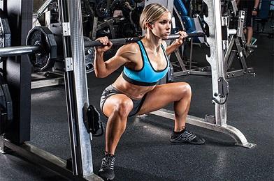 Incidencia de la magnitud de carga de la fuerza sobre el rendimiento neuromuscular en mujeres.