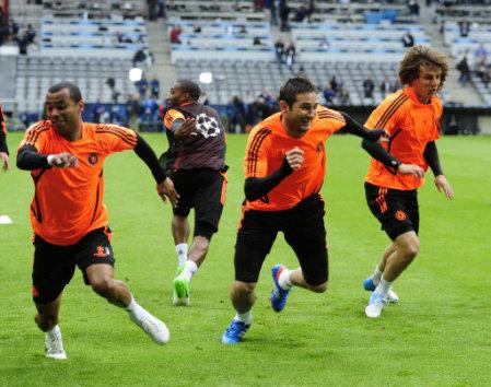 Posición de los pies y efecto en rendimiento de una aceleración corta en deportes de situación