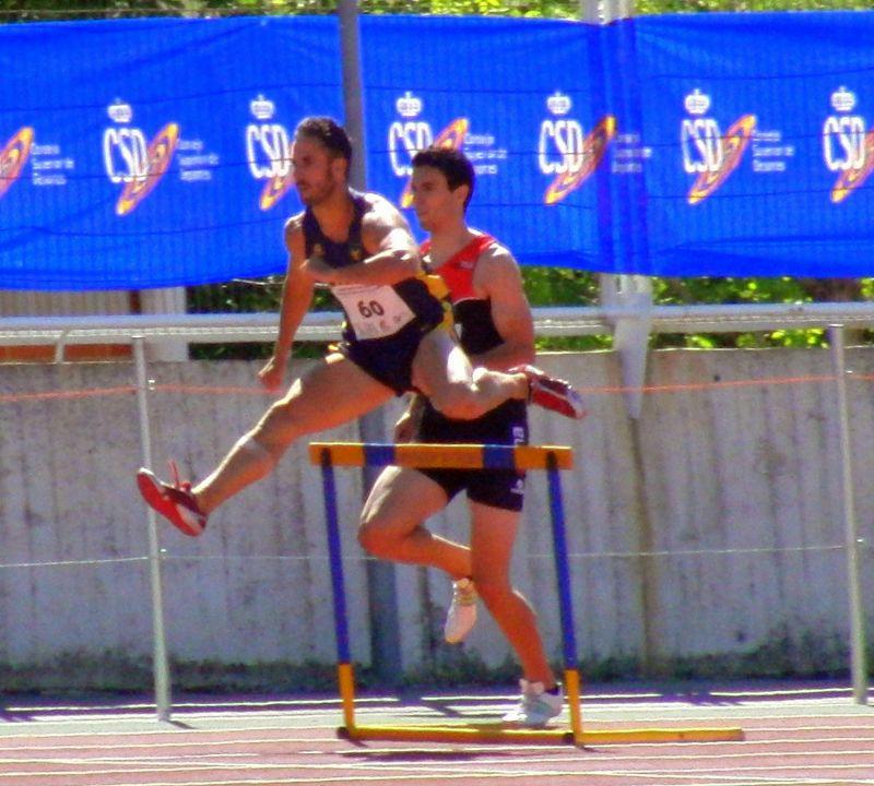 Los 400 metros vallas: una prueba de control de la zancada.