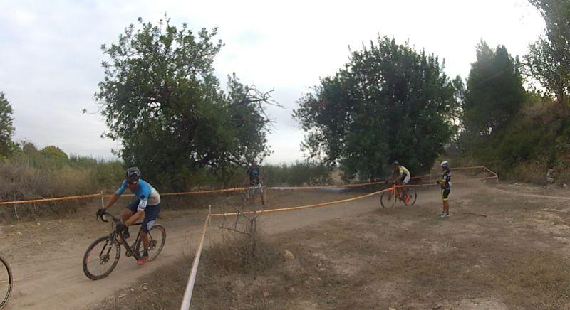 Test de campo ciclista para evaluar los predictores de rendimiento de resistencia y establecer zonas de entrenamiento.