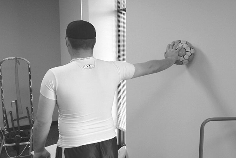Artículo sobre la efectividad de la cadena cinética abierta vs cadena cinética cerrada en hombro doloroso