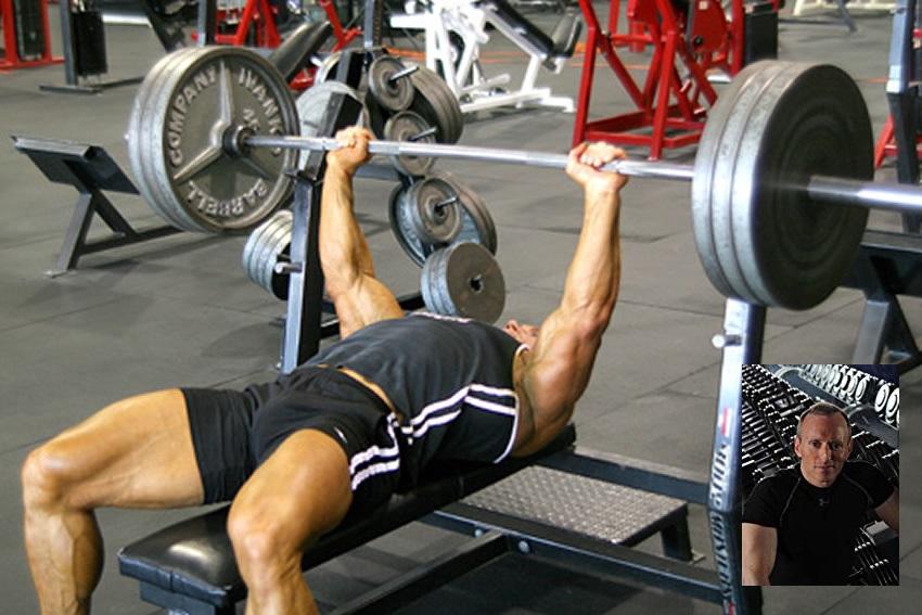 El volumen de entrenamiento de la fuerza mejora la hipertrofia muscular pero no la fuerza en hombres entrenados