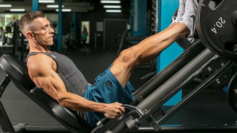 Efecto del entrenamiento de la fuerza de alta velocidad con cargas pesadas y bajas sobre la función neuromuscular y la fuerza concéntrica máxima del cuádriceps