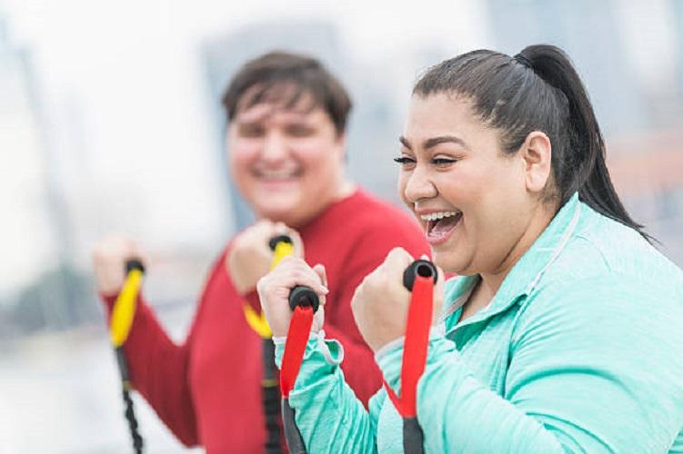 El entrenamiento combinado de fuerza y resistencia reduce la resistencia a la insulina y la adiposidad central en chicas juveniles que son obesas: prueba clínica aleatorizada