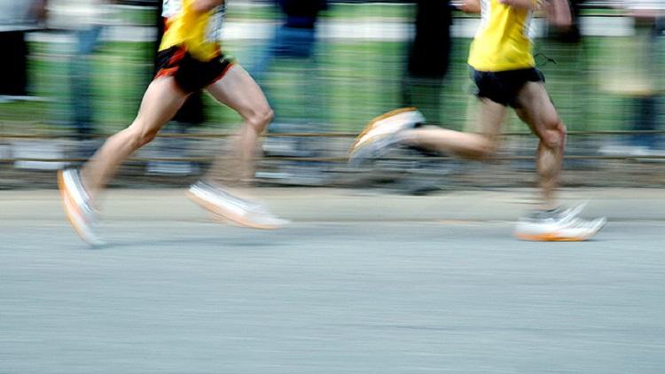 Comparación de respuestas fisiológicas y psicológicas agudas entre el ejercicio continuo de moderada intensidad y tres regímenes de entrenamiento por intervalos de alta intensidad.