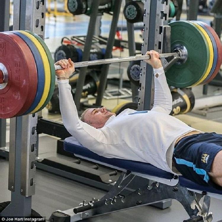 Entrenamiento de la fuerza con días consecutivos vs no consecutivos en sujetos recreativamente entrenados
