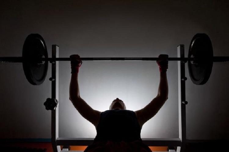Efectos de un régimen de entrenamiento de la fuerza de ejercicios auto-regulados