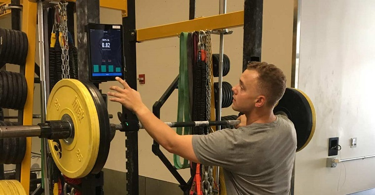 Comparación de métodos de sobrecarga basados en porcentajes tradicional y basados en velocidad sobre adaptaciones de la potencia y fuerza máxima.