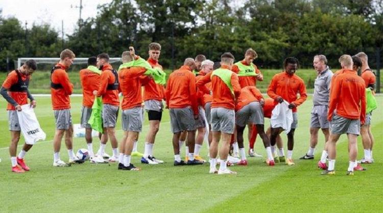 Efecto del orden de sesiones de entrenamiento de la fuerza y juegos reducidos en fútbol