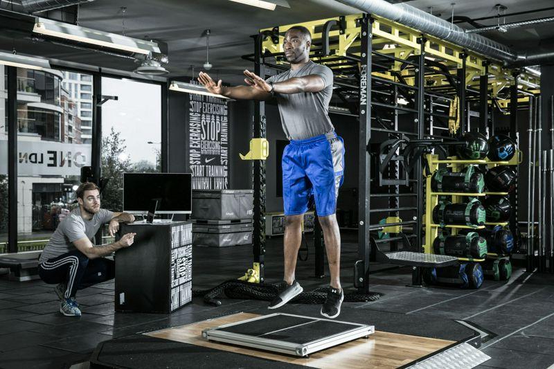 La activación muscular durante el entrenamiento de la fuerza orientado a la potencia: serie continua vs 'cluster'