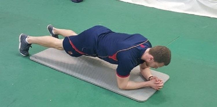 La fatiga aguda de los músculos de las piernas y el tronco afecta de manera diferencial la fuerza, el sprint, la agilidad y el equilibrio en adultos jóvenes