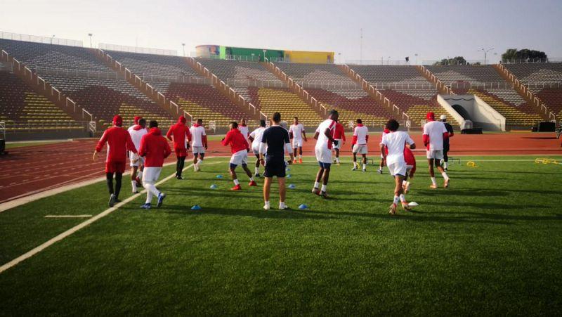 Respuestas neuromusculares, endocrinas y anímicas a una única vs doble sesión diaria de entrenamiento en jugadores de fútbol