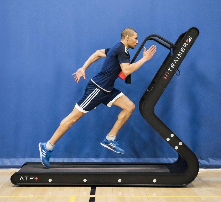 Daño muscular y respuestas metabólicas a sprints repetidos con y sin desaceleración.