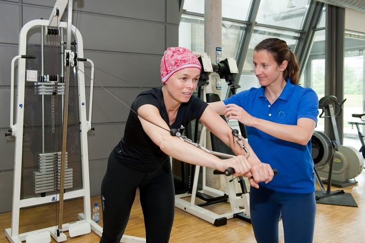 Entrenamiento de la fuerza, fatiga, calidad de vida, ansiedad en sobrevivientes de cáncer de mama