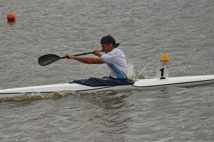 Adaptaciones fisiológicas a entrenamiento por intervalos de alta intensidad y entrenamiento continuo en kayakistas