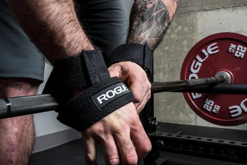El uso de correas de levantamiento altera todo el perfil de carga-velocidad durante el ejercicio de peso muerto.