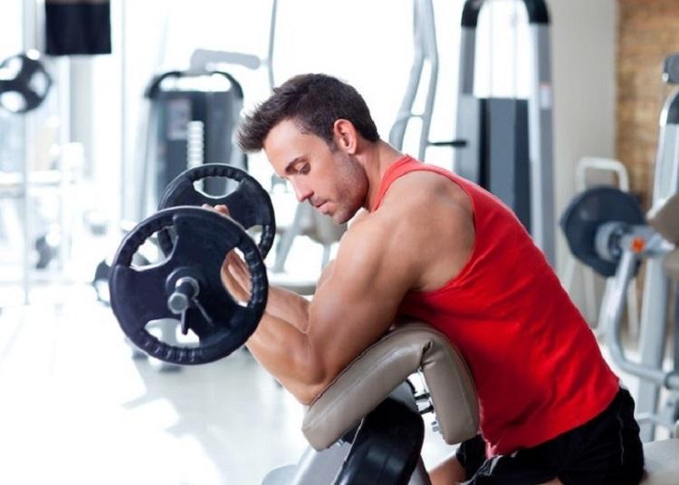 Mayor frecuencia de entrenamiento de la fuerza mejora el grosor muscular en hombres