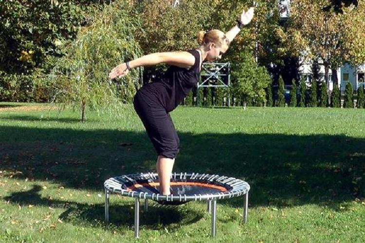Efectos de un programa de ejercicio de rebote en mini-tramps sobre parámetros funcionales, composición corporal y calidad de vida en mujeres con sobrepeso