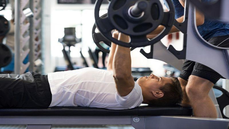 La fatiga de una sesión de ejercicio de fuerza de cuerpo entero en hombres entrenados