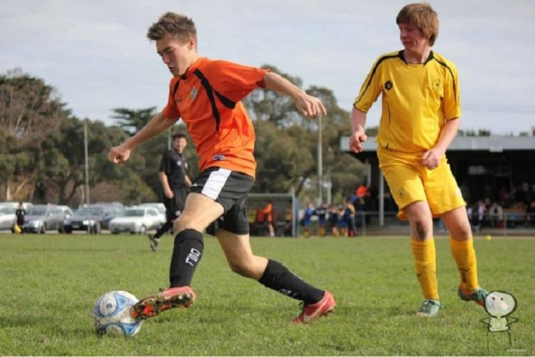 Características del fitness de jugadores de fútbol jóvenes de alto nivel: influencia de la  posición de juego