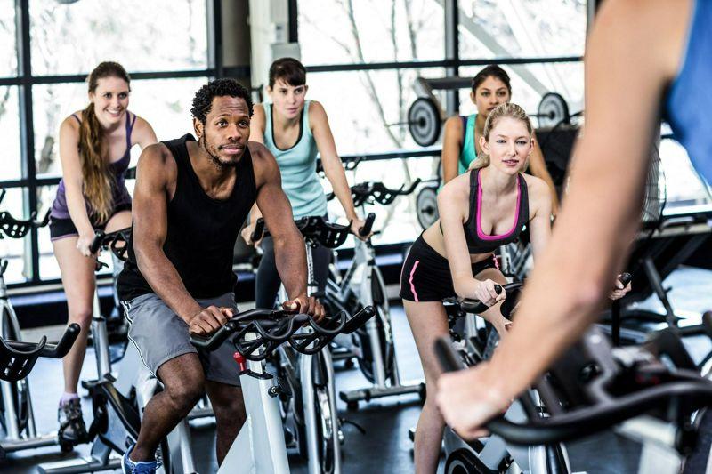 Efecto del entrenamiento por intervalos de alta intensidad periodizado (HIIT) sobre la composición corporal y actitudes hacia el hambre en hombres y mujeres activos