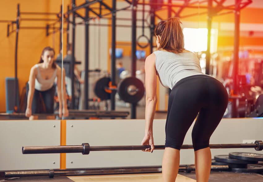 Activación del glúteo mayor y de los isquiotibiales durante ejercicios seleccionados de fuerza con soporte del cuerpo.
