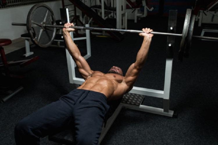 Factores relacionados a la velocidad concéntrica promedio de cuatro ejercicios con barra a varias cargas